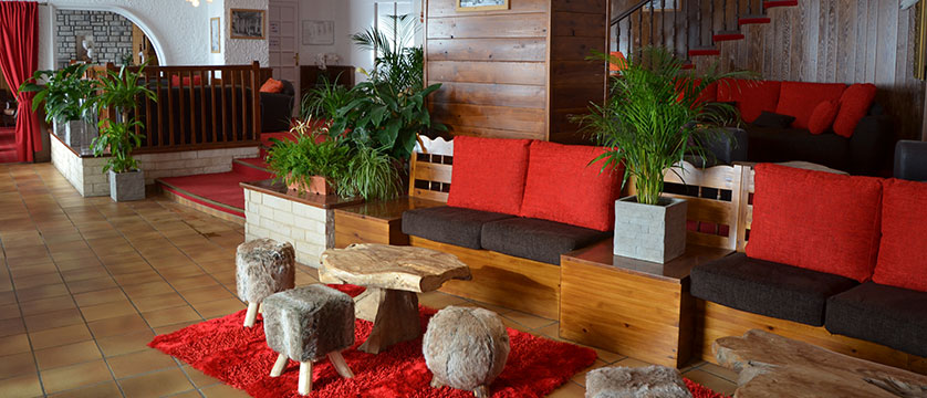France_AlpedHuez_Hotel-Les-Grandes-Rousses_lobby.jpg
